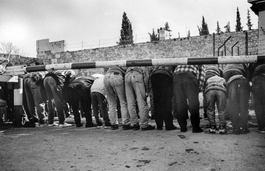 Palestinesi di Gerusalemme, nel 2001. Alex Levac
